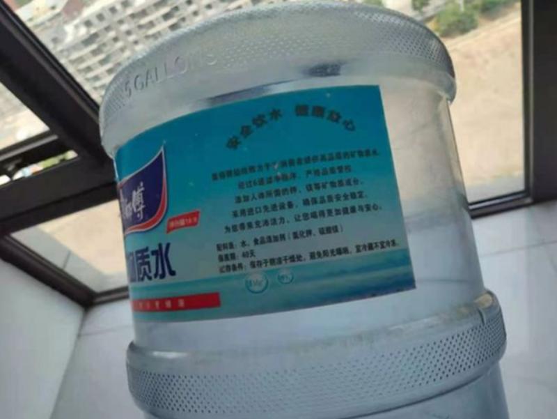 ▲中國假水問題嚴重,有中國媒體近日揭露,市面上有約30%的桶裝水其實都不合格,而是非法生產。(圖/翻攝自北京青年報)