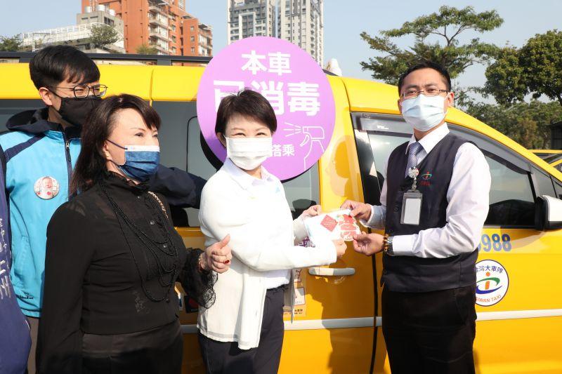 強化計程車防疫措施    盧市長:認明「已消毒」貼紙搭乘
