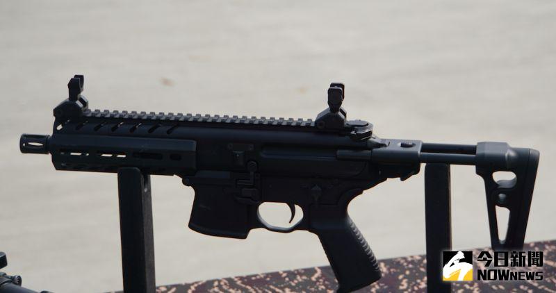 ▲海陸特勤隊使用的MPX衝鋒槍。(圖/記者呂炯昌攝)
