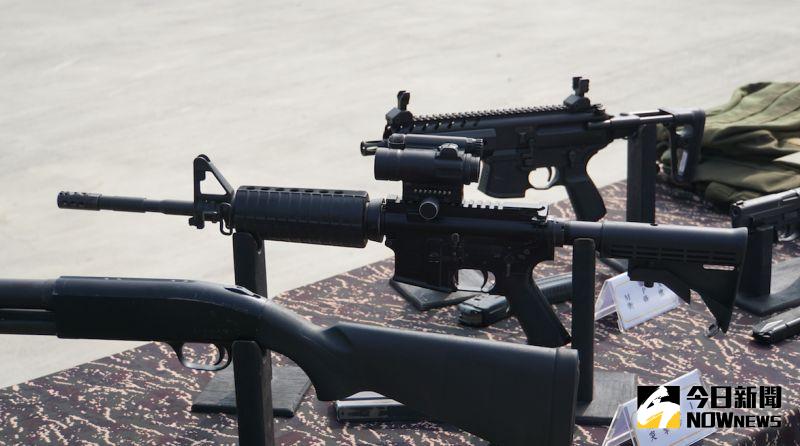 ▲海陸特勤隊使用的M4A1突擊步槍(中)。(圖/記者呂炯昌攝)