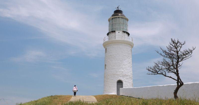 ▲位於馬祖東莒島又稱東犬燈塔,最早創建於1872年,現已列為國家古蹟。(圖/Taipei