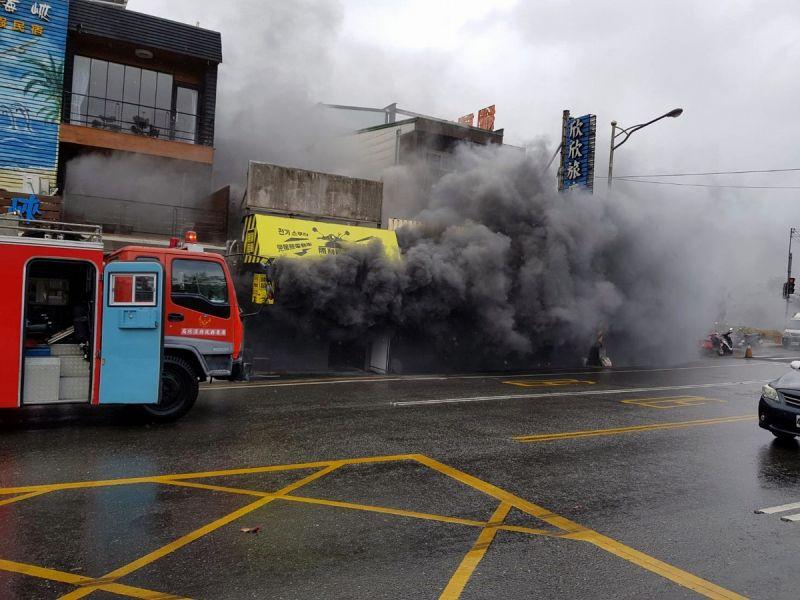 墾丁大街店家火警 12車24人搶救無傷亡