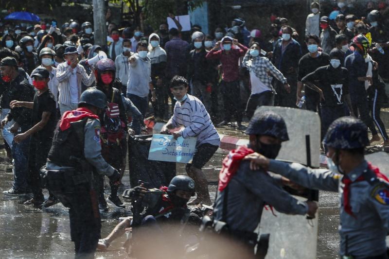 緬甸警開槍鎮壓2人中彈命危!翁山蘇姬政黨總部突遭搜查