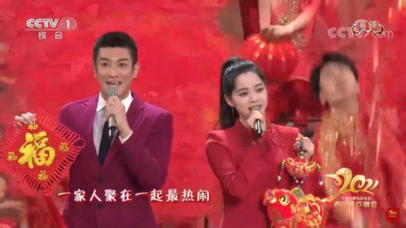 ▲歐陽娜娜(右)現身春晚的開場表演。(圖/ CCTV春晚Youtube)