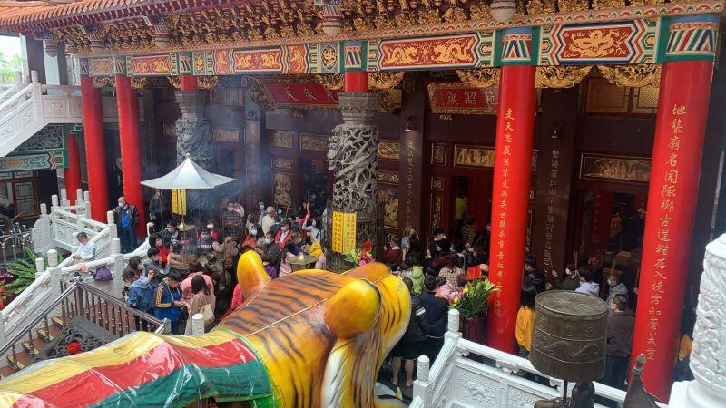 大年<b>初一</b>就是要拜拜 35萬人湧入臺南祈福