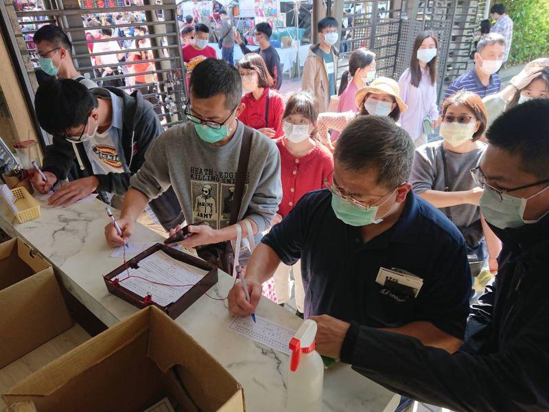 ▲民眾進入安平古堡要配合實名制登記。(圖/台南市政府提供)