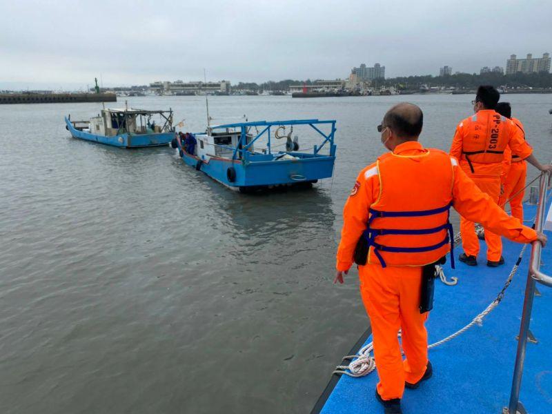 <b>漁船</b>出港失去動力 新竹海巡救援拖回碼頭