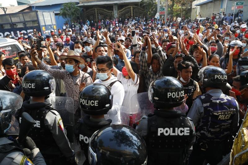緬甸北部軍方開槍驅散示威者 至少5名記者被捕