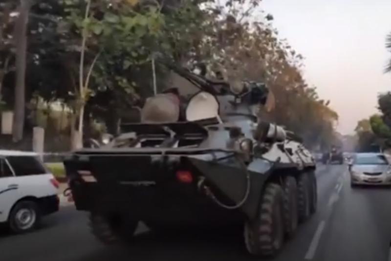 影/緬甸示威升級裝甲車仰光現身 外界憂恐有軍事行動