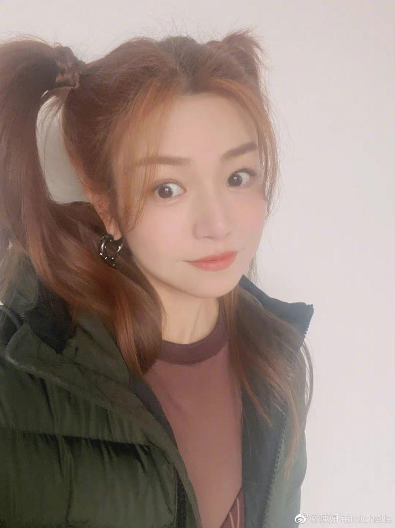 ▲陳妍希情人節發自拍照,被讚有少女感。(圖/陳妍希微博)