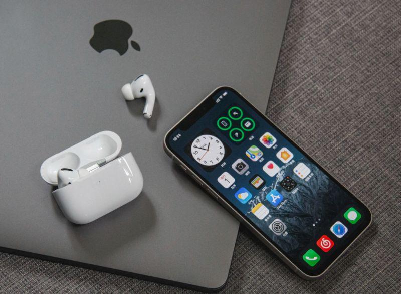 ▲iPhone是現在不少人使用的手機,連國小、國中生都有在使用。(示意圖/取自unsplash)