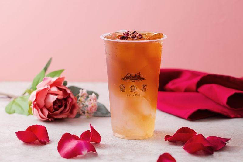 ▲加盟展祭出「招牌丹荔玫瑰公主」飲品特別版免費送活動。(圖 / 黛黛茶DailyDae 提供)