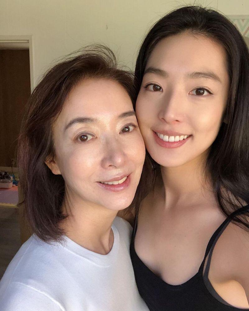 ▲▼金甫娟(上圖左)的女兒金書恩,是錦榮(下圖右)的現任女友。(圖/金書恩IG)