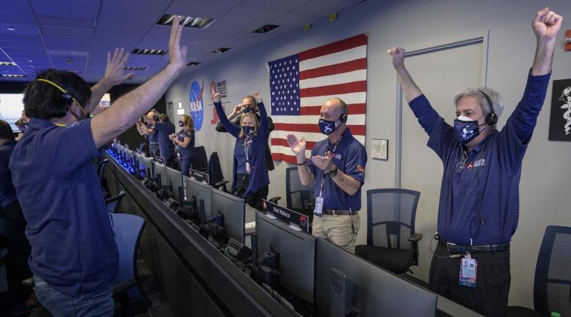 闖過驚險時刻!美國毅力號探測車 順利降落火星