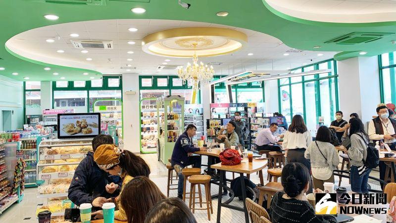 ▲鳳儀門市為永續標竿店型,門市設計融合綠色環保、永續發展等概念。(圖/記者陳美嘉攝,2021.02.19)