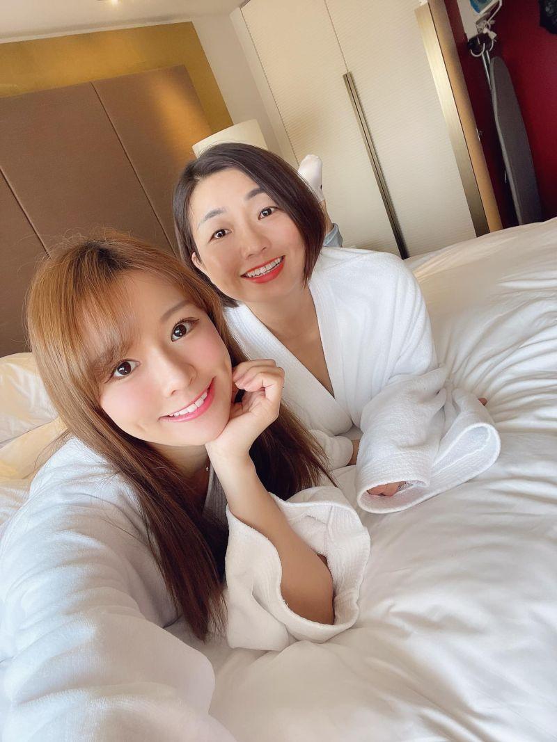 ▲林莎媽媽(右)難得曝光。(圖/林莎臉書)