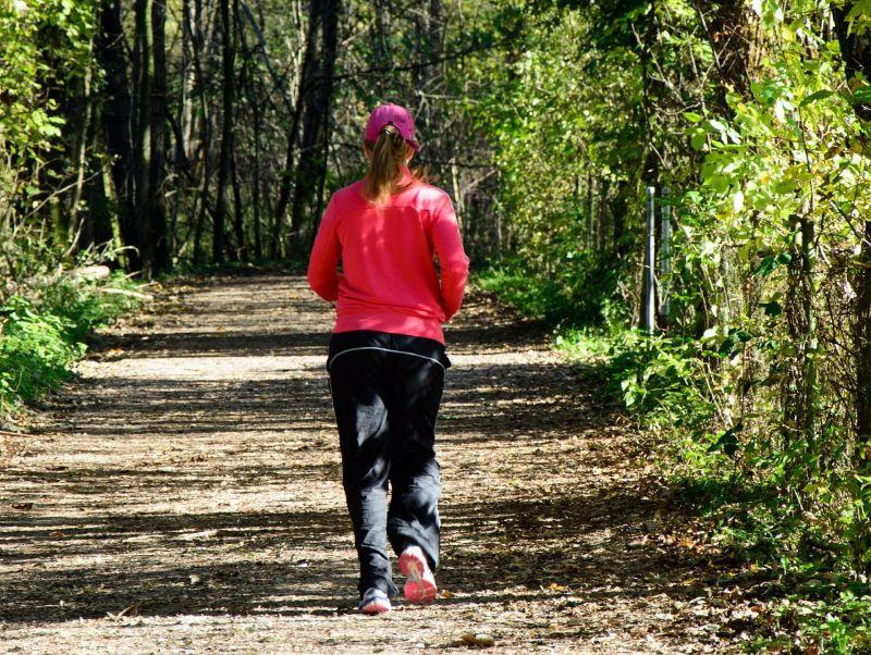 早起「戴降噪耳機」慢跑!疑沒聽見樹倒 女搶救不及身亡