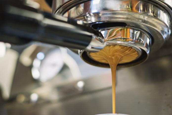 幾歲開始喜歡喝咖啡?全場答案竟「一面倒」:幾乎天天喝