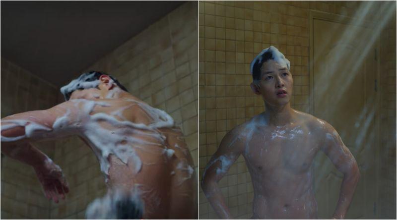 ▲宋仲基劇中第一集,洗澡碰上蓮蓬頭故障,非常崩潰。(圖/Netflix)