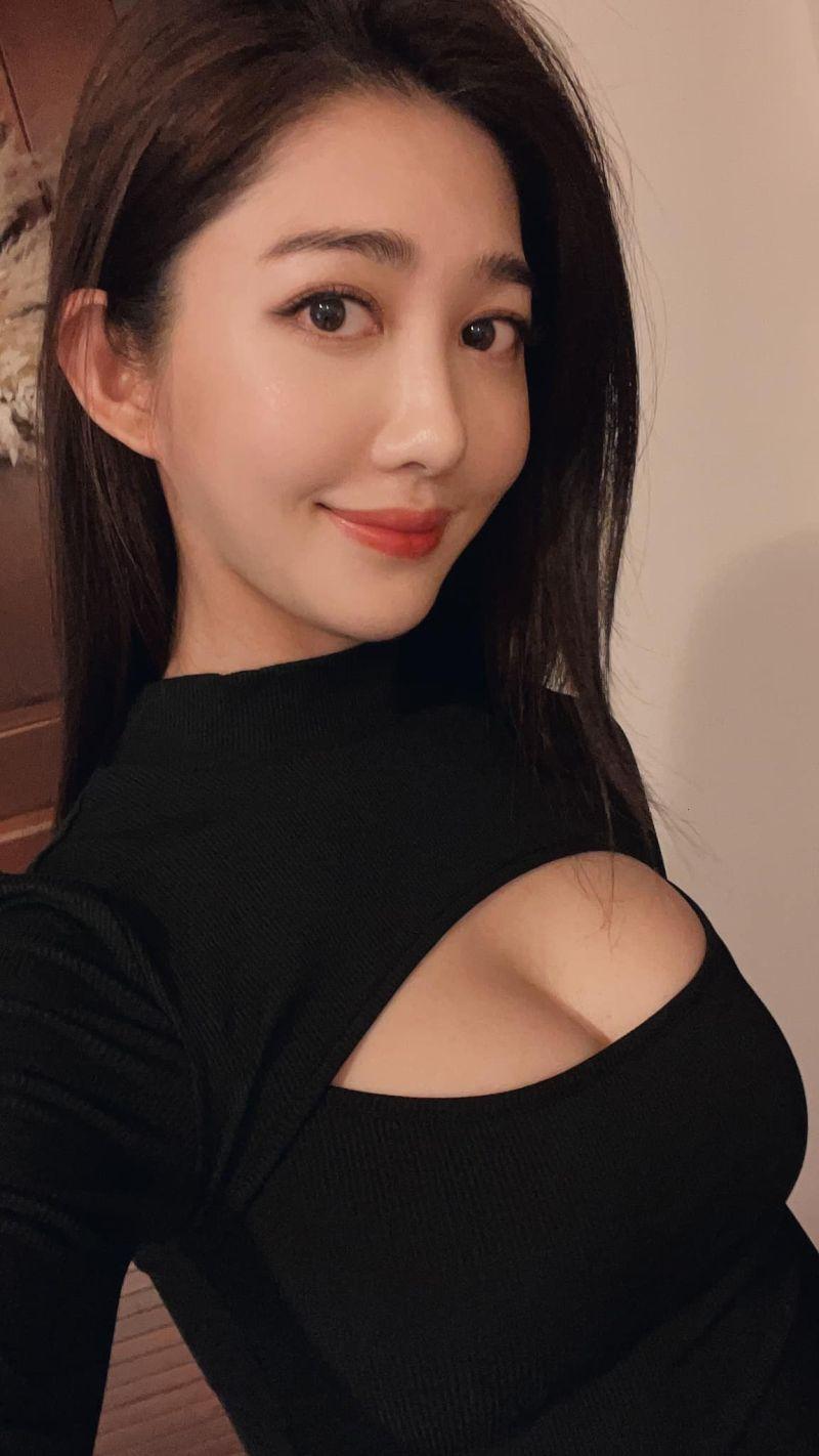▲王晴試穿「妹子上衣」,好身材讓人無法忽視。(圖/王晴臉書)