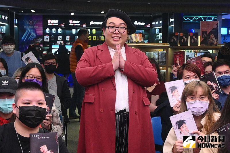 ▲ALIZABETH娘娘(中)大讚台灣健保。(圖/記者林柏年攝)
