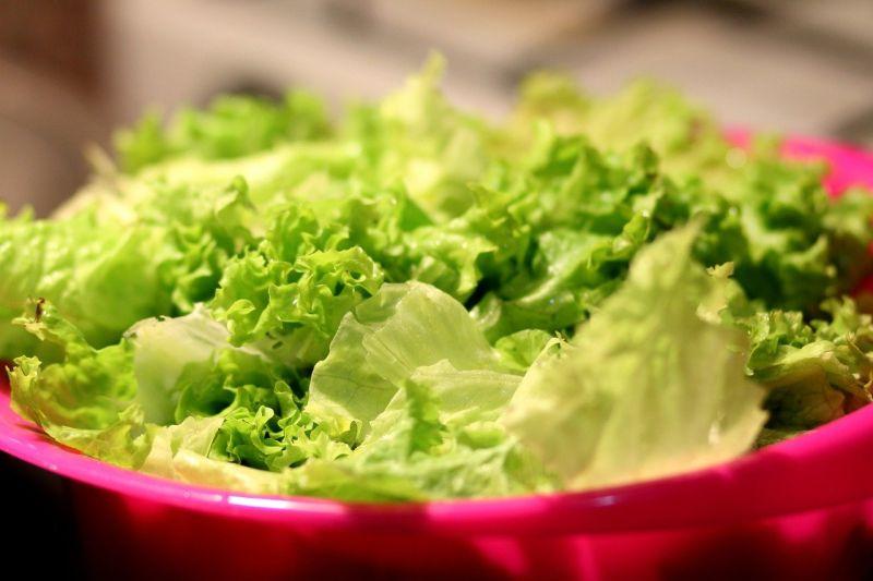 ▲燒烤「生菜包肉」配啥更美味?答案一面倒點1菜品。(圖/取自pixabay)