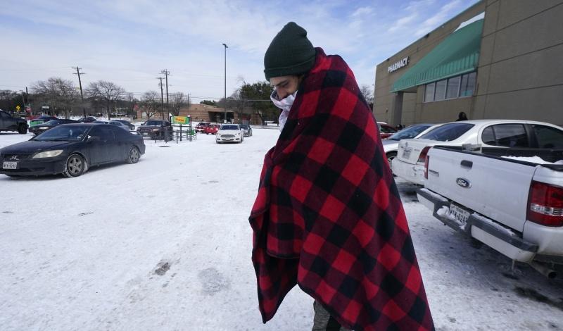 ▲冬季風暴導致德州大規模斷水斷電,民眾艱困度日,即使有電可用,也面臨異常高昂的電費帳單。(圖/美聯社/達志影像)