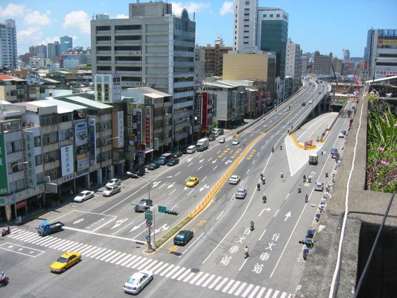 ▲中博高架橋完工後,正式取代中博地下道,開始承擔高雄南北交通輸運工作。(圖/高市府提供)