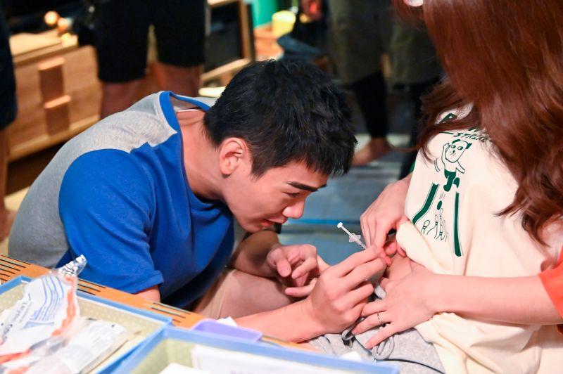 ▲▼禾浩辰(上圖,下圖左)必須忍受老婆低氣壓。(圖/三立、myVideo)
