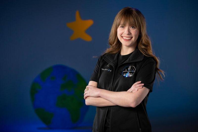 ▲美國太空探索科技公司(SpaceX)首次私人太空飛行,由億萬富商艾薩克曼訂下,抗癌年輕女鬥士亞希諾入選將加入。(圖/翻攝自Denver Post)