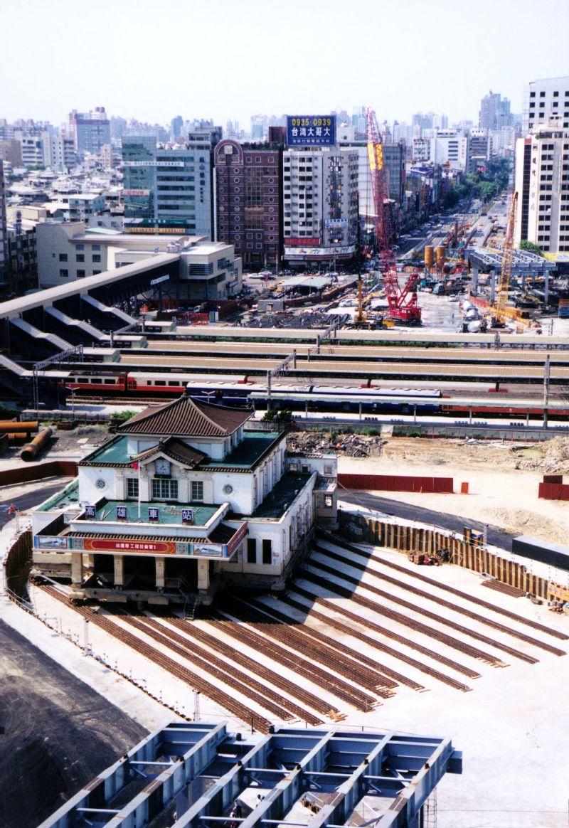 ▲帝冠式舊車站的高雄願景館今年8月將啟動回娘家計畫。(圖/高雄市政府新聞局提供)
