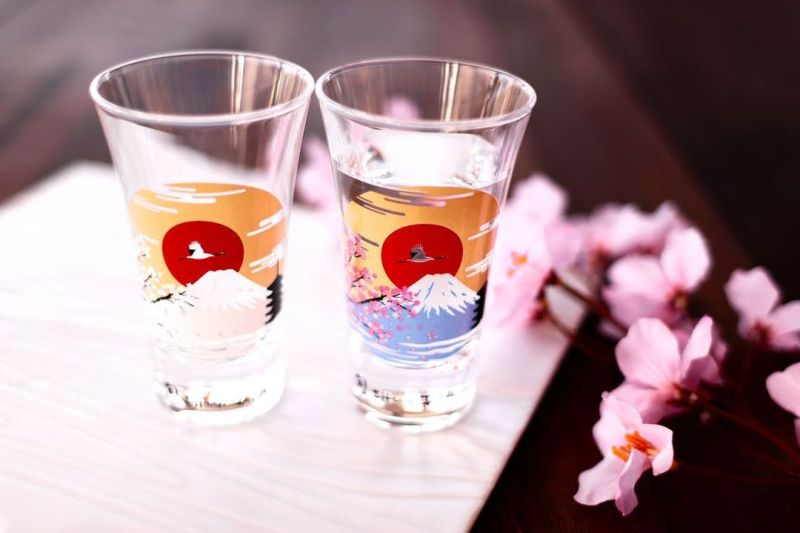 ▲日本廠商「丸モ高木陶器」也抓準時機推出了溫度偵測水杯和餐盤。(圖/取自Marumo