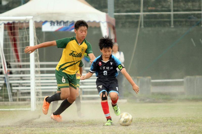 足球/昔日國腳率小小兵對抗 國小世界盃男子4隊先晉級