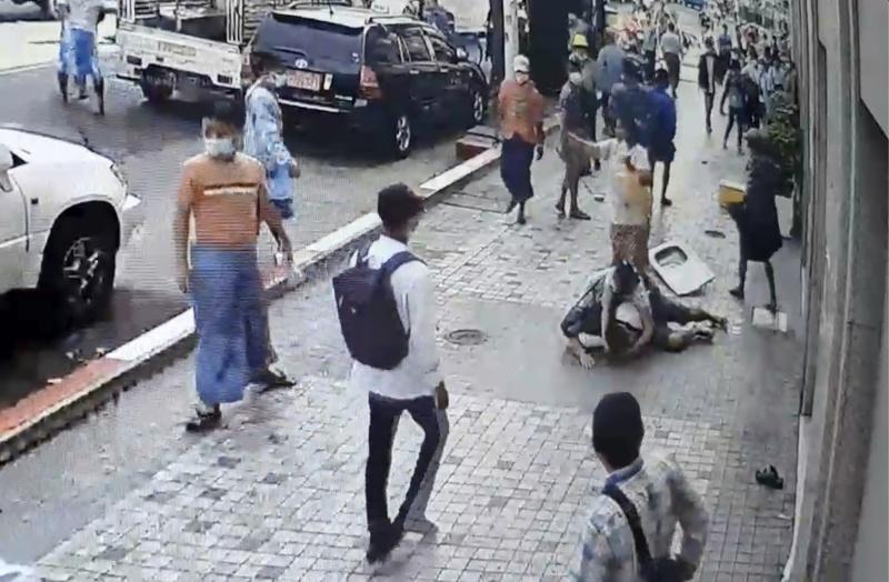 影/緬甸<b>政變</b>釀對立!傳軍方支持者追打、刺傷示威者