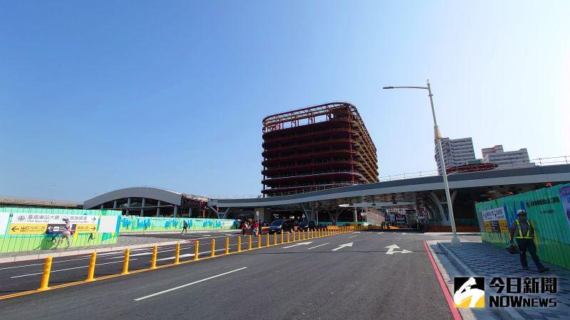 ▲連接高雄中山路與博愛路的站西路已經大致建設完成。(圖/記者鄭婷襄攝,2021.02.26)