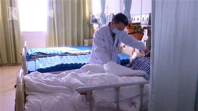 ▲醫師聶凱診斷發現,該名患者進食金針菇之後,引起小腸完全性的梗阻,隨即立刻開刀治療。(圖/翻攝看看新聞)
