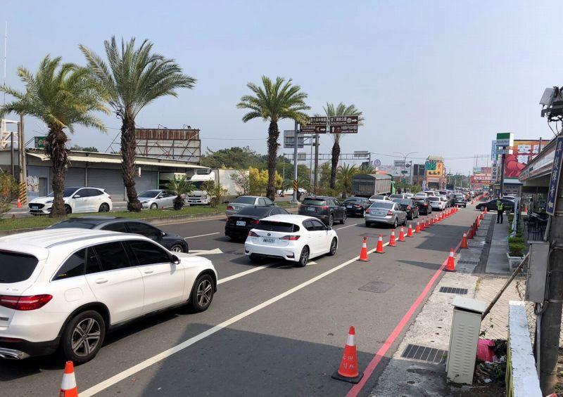 228連假首日南下車流湧現 東港警布署加強交通<b>疏導</b>