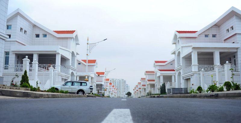 超美小豪宅賣2百萬!他查「Google街景」一看:不敢買了