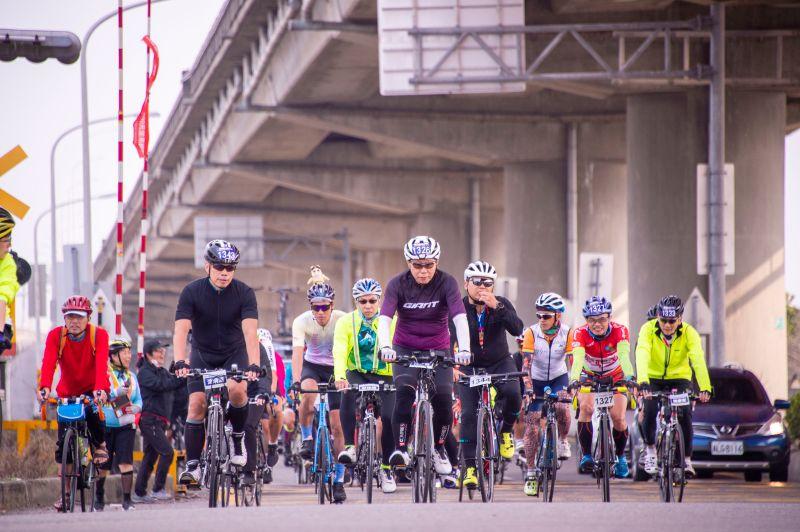 台北市長柯文哲28日挑戰「一日北高」自行車行程,不過截至目前為止,行程稍有落後。