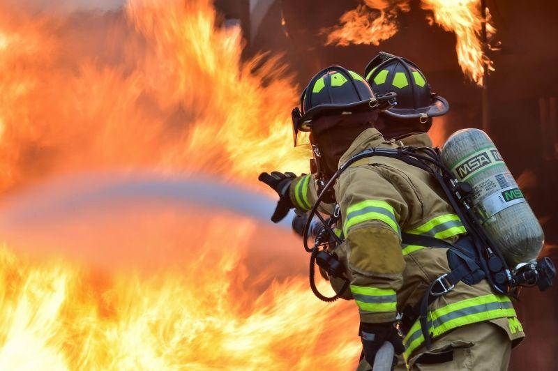火災要先跑還是關門?消防員曝正解 點「1迷思」最母湯