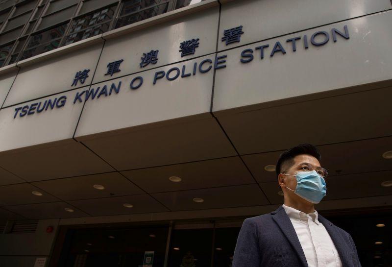 香港民主派47人被控涉顛覆國家政權罪 遭港警扣押至明日