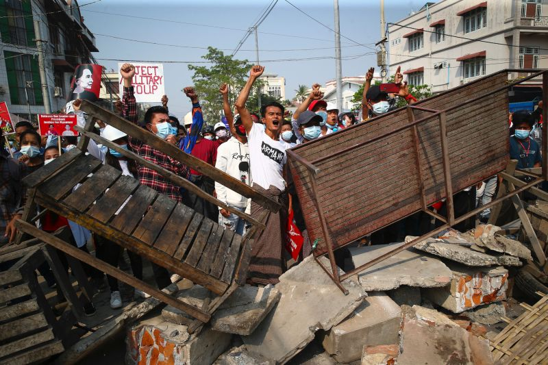 緬甸軍警開槍鎮壓和平示威者 至少18死、逾30人受傷