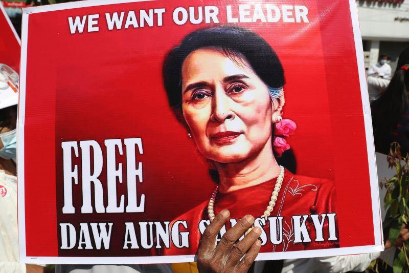 緬甸軍方關閉無線上網 <b>翁山蘇姬</b>被加控違反機密法