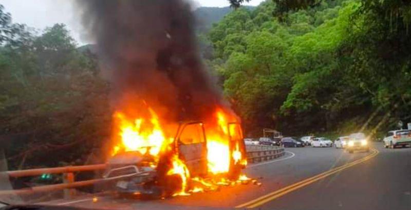 ▲蘇花公路火燒車。(圖/讀者蕾貝嘉提供)
