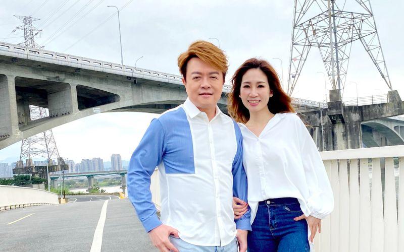 翁立友與同門師妹向蕙玲合作歌曲《愛的伴侶》。(圖/豪記唱片提供)