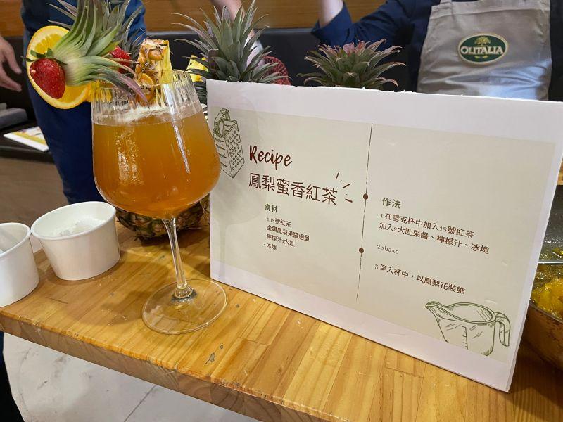 ▲利用鳳梨等台灣在地食材所做出的鳯梨水果紅茶。(圖/高市議員林智鴻辦公室提供)
