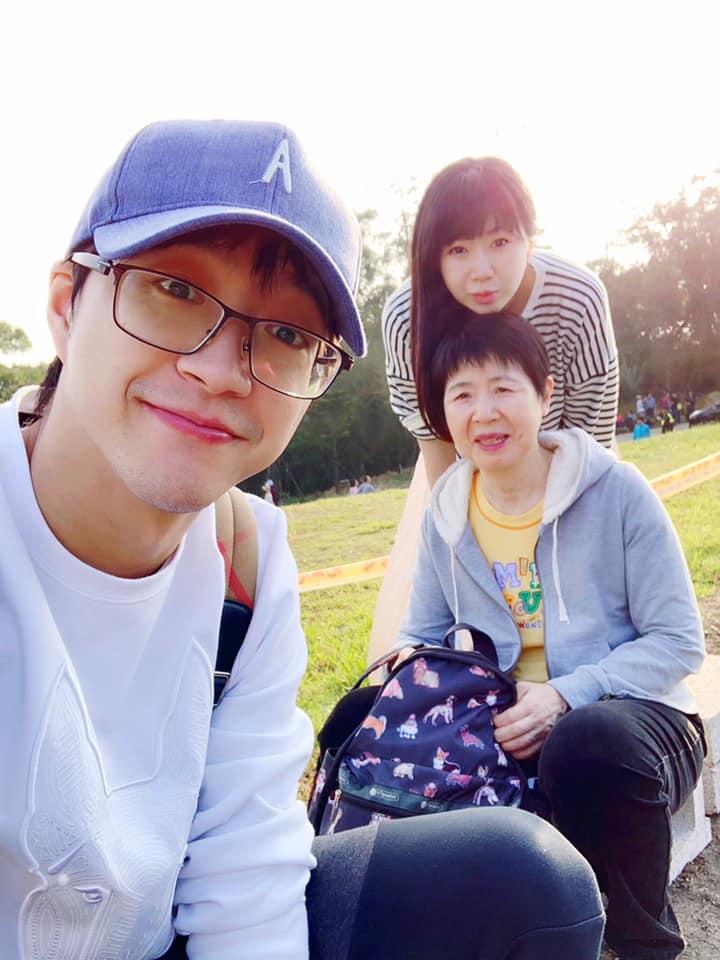 ▲江宏傑(左前)和福原愛母女。(圖/江宏傑臉書)