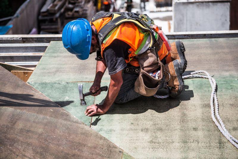 ▲近期全台營造業缺工現象頻傳,不少建商也認為起因是「台積電」建廠給出更高待遇導致。(示意圖/翻攝Pexels)