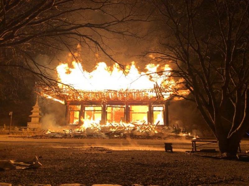 ▲南韓全羅北道井邑市,有著千年歷史的內藏寺,近日慘遭祝融。(圖/翻攝自朝鮮日報)