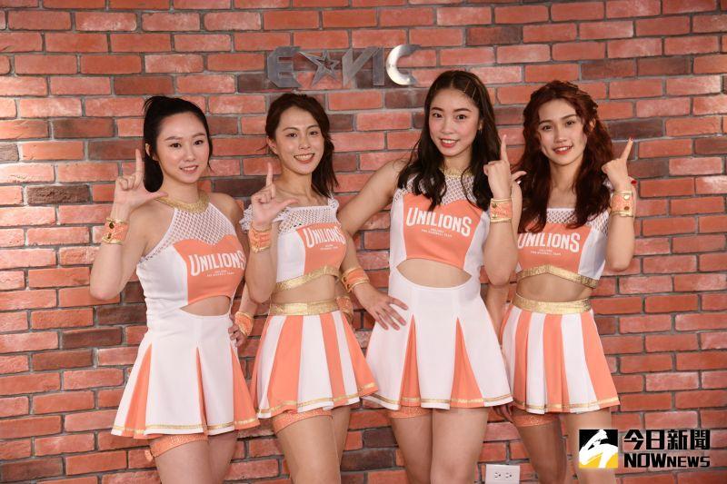 ▲Uni Girls表演服首度亮相,同時公佈新成員,左一開始許斐棋、妙妙、Maggie、柔一。 (圖/林柏年攝)